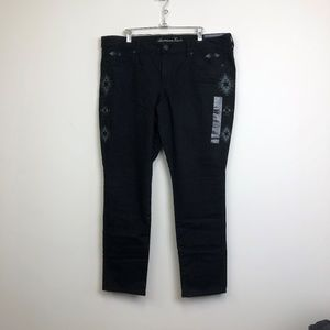 NWT American Eagle Black Embroidered Skinny Jeans
